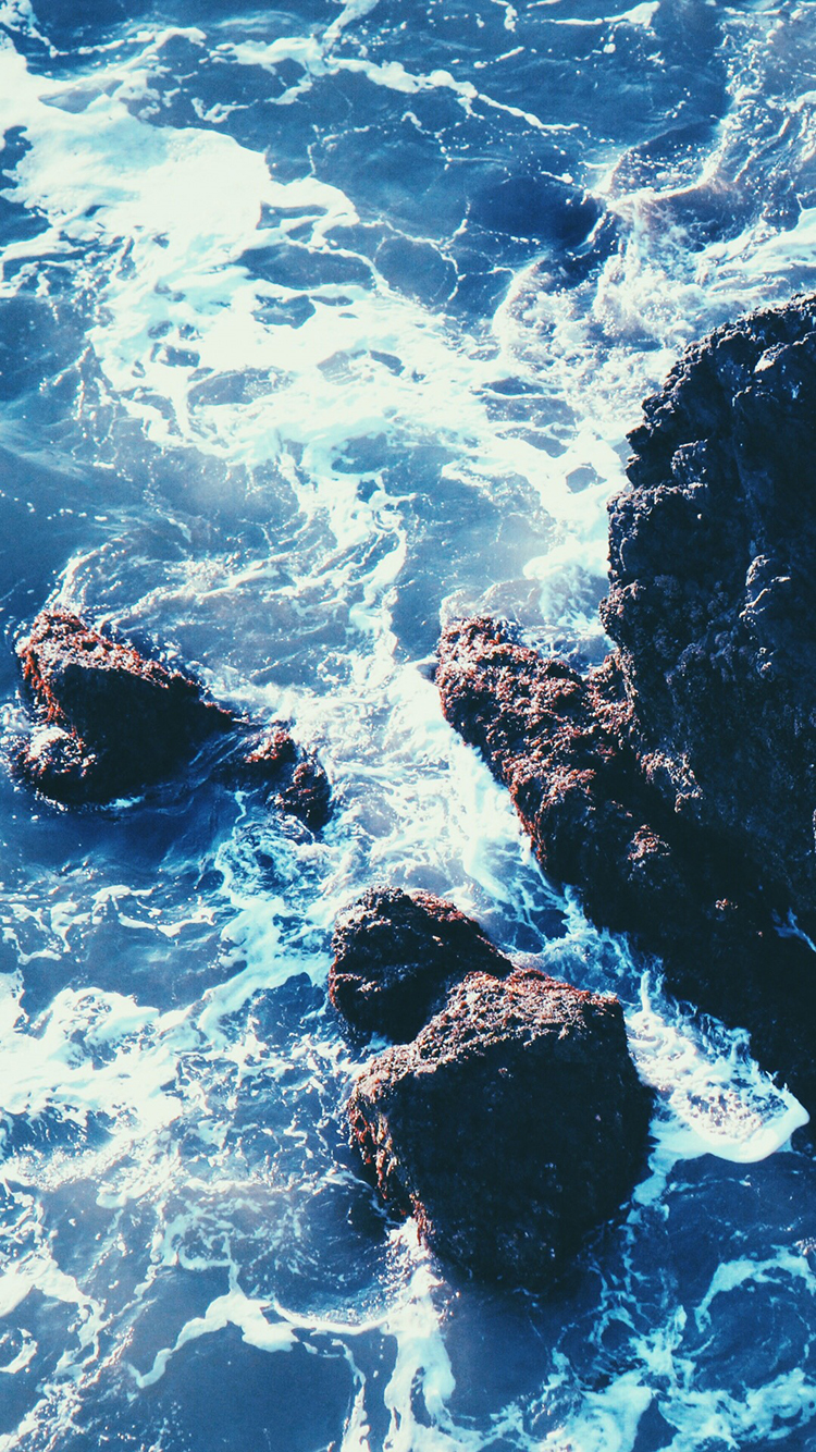 大海 海浪 石头 蓝色 苹果手机高清壁纸 750x1334