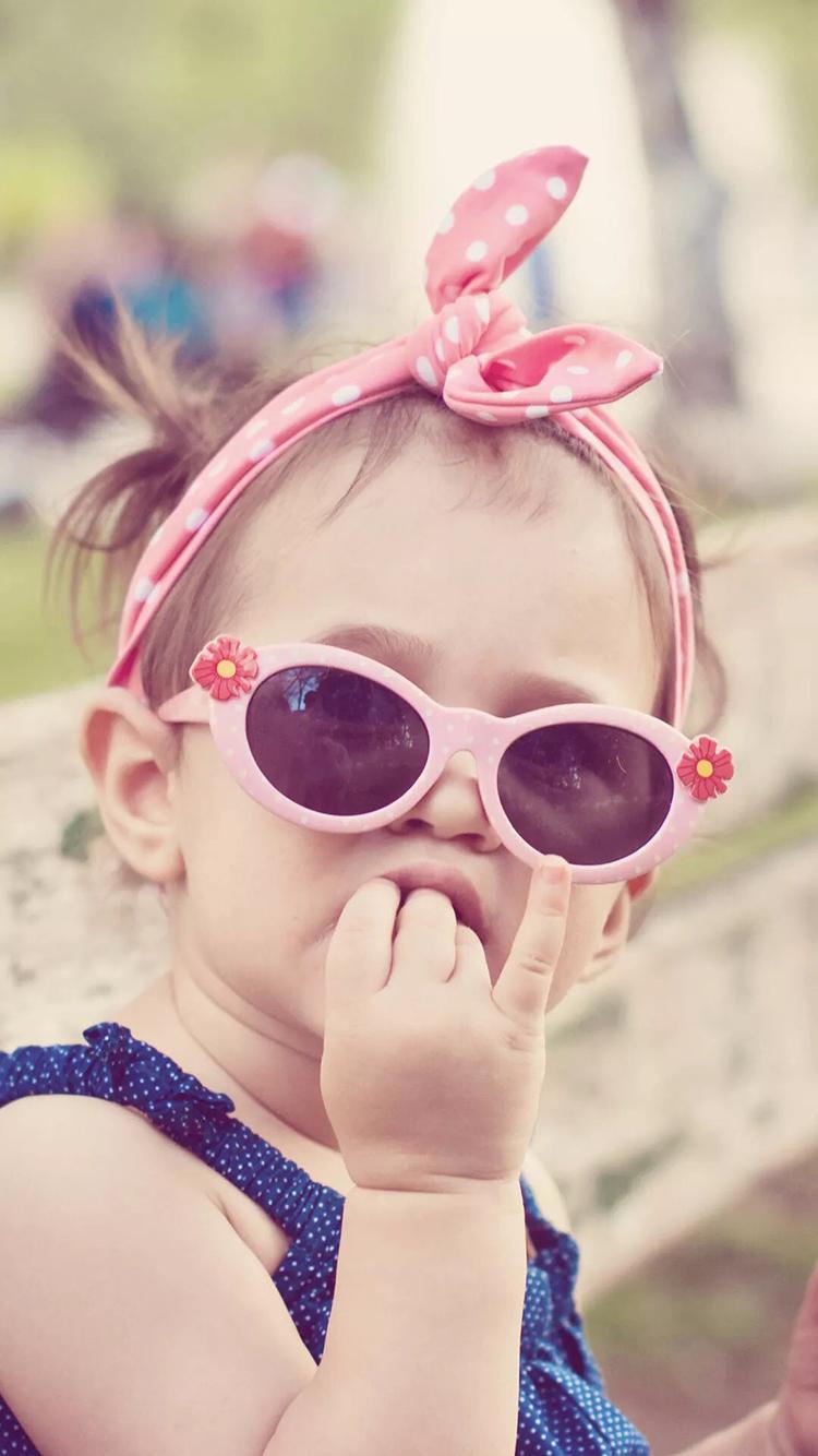 萌娃 墨镜 可爱 蝴蝶结 小女孩 苹果手机高清壁纸 750