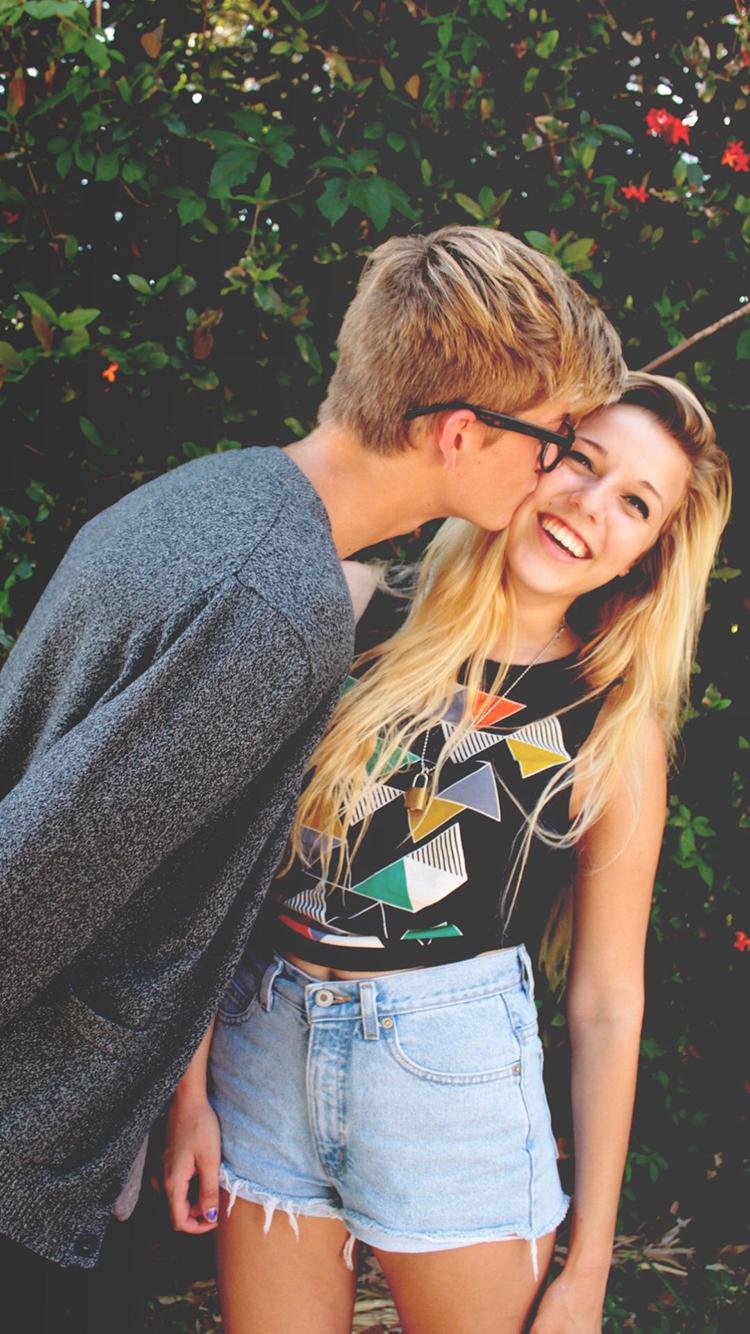 情侶 歐美 男女 愛情 親吻 蘋果手機高清壁紙 750x