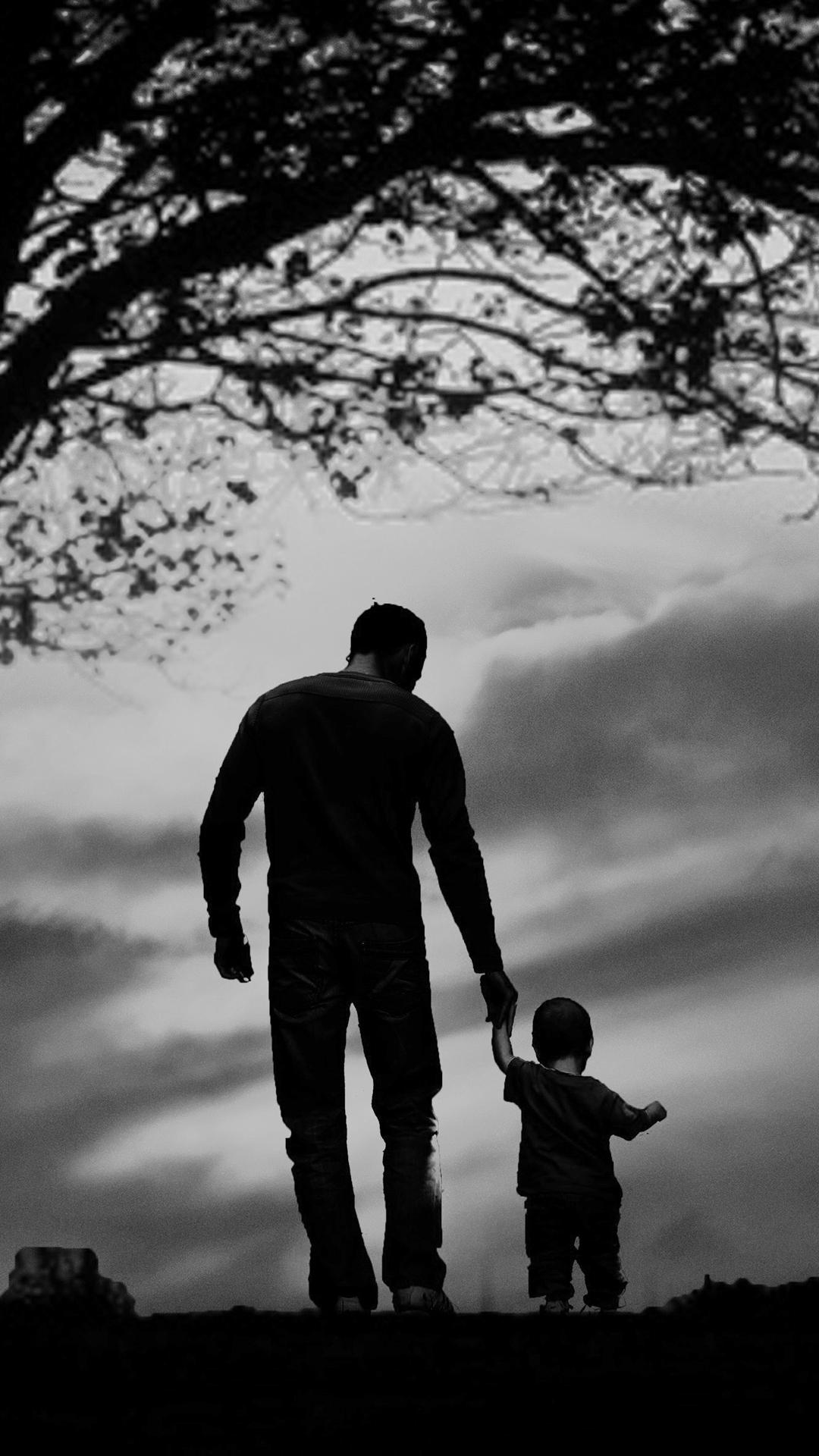 父子图片牵手背影高清