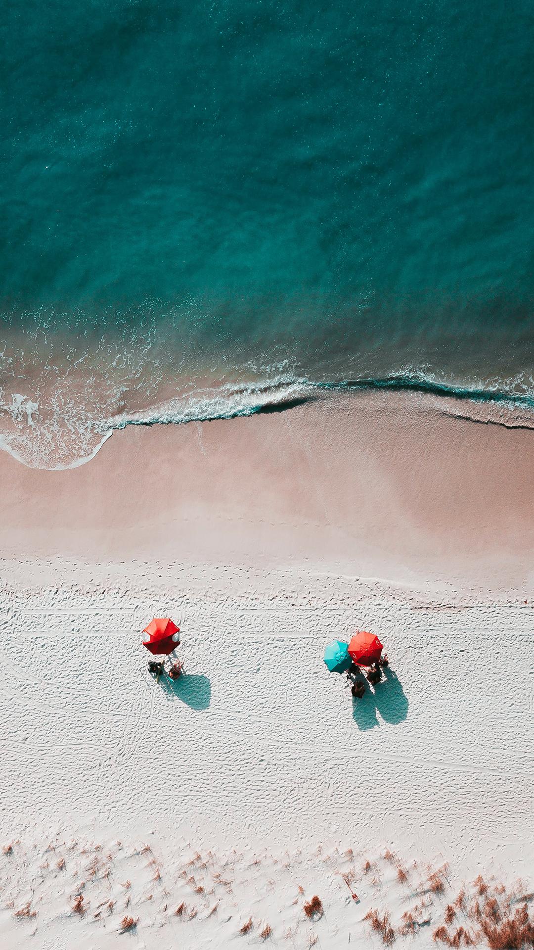 大海 浪花 海滩 遮阳伞 苹果手机高清壁纸 1080x1920