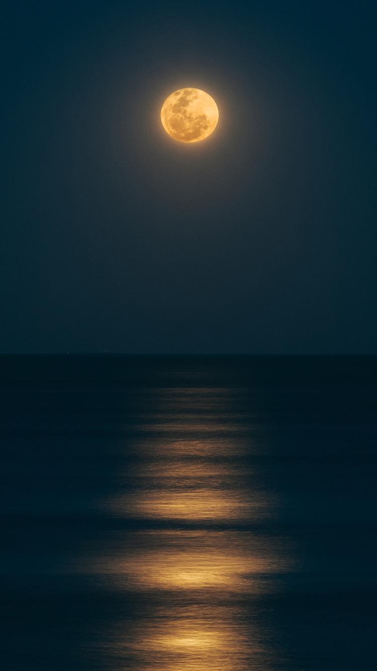 月亮 月球 海平面 亮光 苹果手机高清壁纸 750x1334