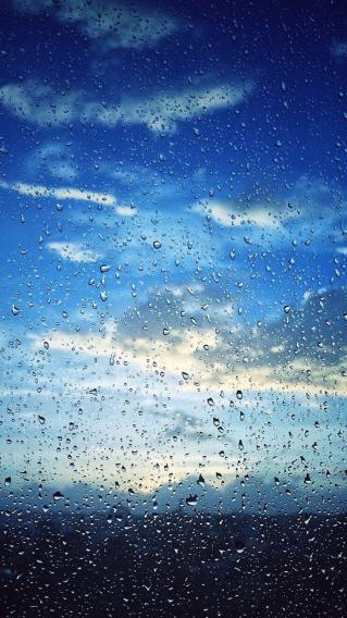 雨滴 蓝天 雨天 玻璃 水珠