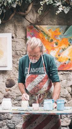男 画家 艺术家 创作 油画 颜料 户外 色彩 老者 白发