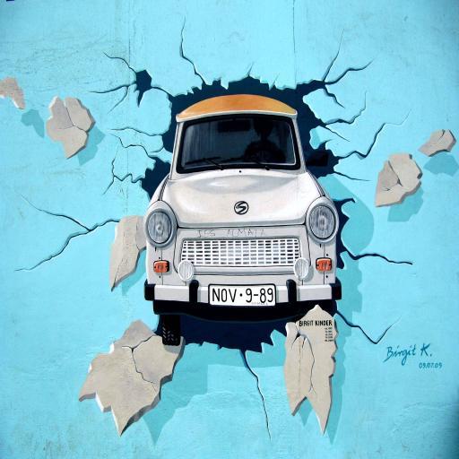 手绘 破墙而出的小汽车