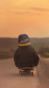 小孩子 滑板 背影 道路