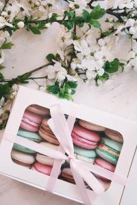 马卡龙 少女 礼物 礼盒 鲜花 粉色