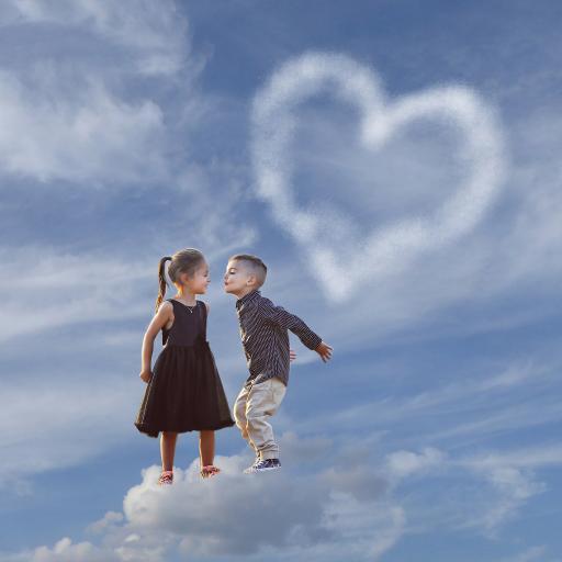 蓝天 心形云朵 外国小萌娃 两小无猜