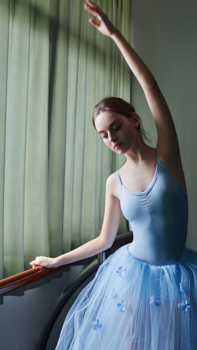 欧美美女 舞者 蓝色舞裙 优雅