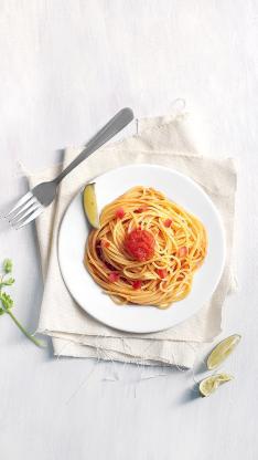 意面 番茄 柠檬 餐具