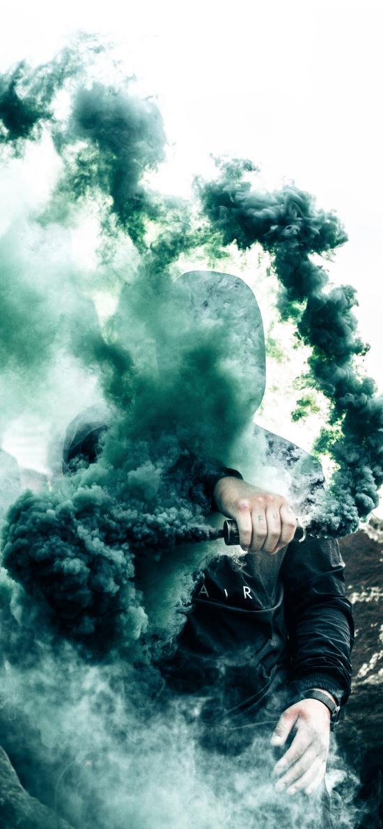 烟雾弹 绿色 男孩 信号 求救