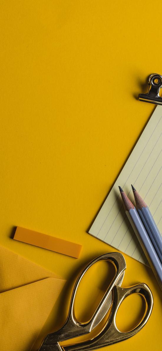 黄色背景 静物 剪刀 铅笔 信封