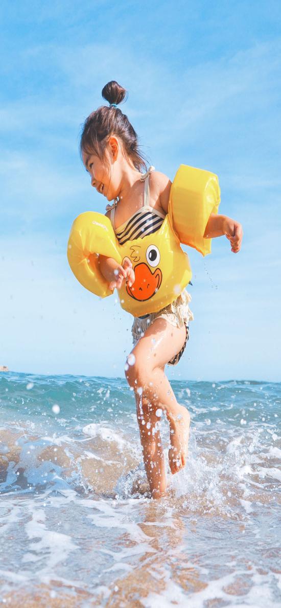 海边戏水 小女孩 可爱