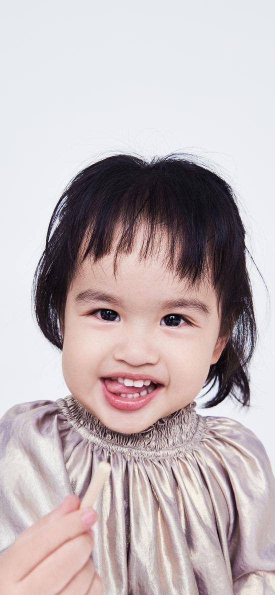 包饺子 小女孩 可爱 比心