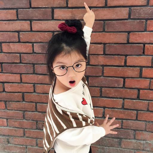 阿拉蕾 崔雅涵 小女孩 砖墙 萌 可爱