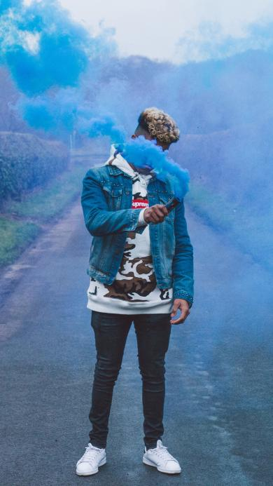 烟雾弹 蓝色 男孩 信号 求救
