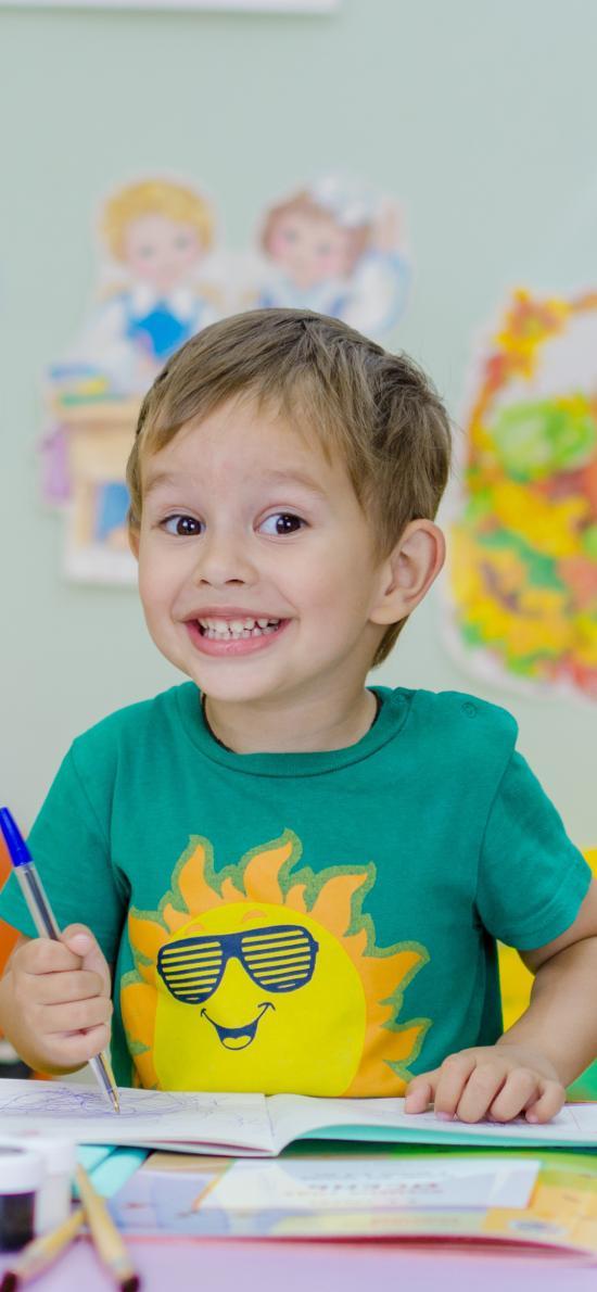 小男孩 欧美 色彩 笑容 可爱 手工 绘画