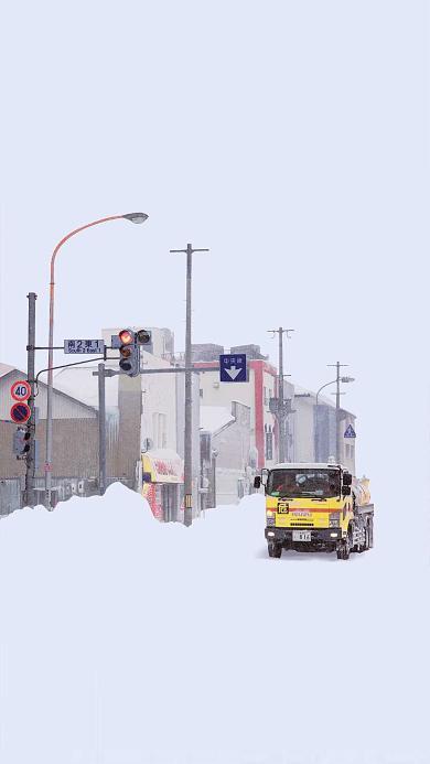 雪地 车辆 行驶 城市 马路 冬季