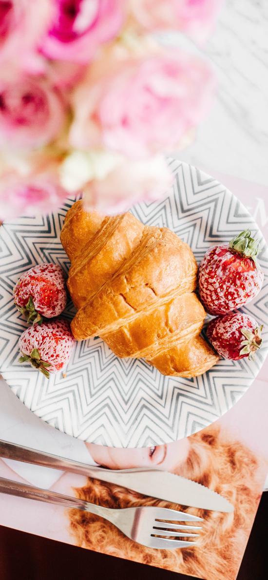 可颂 草莓 餐具 餐点