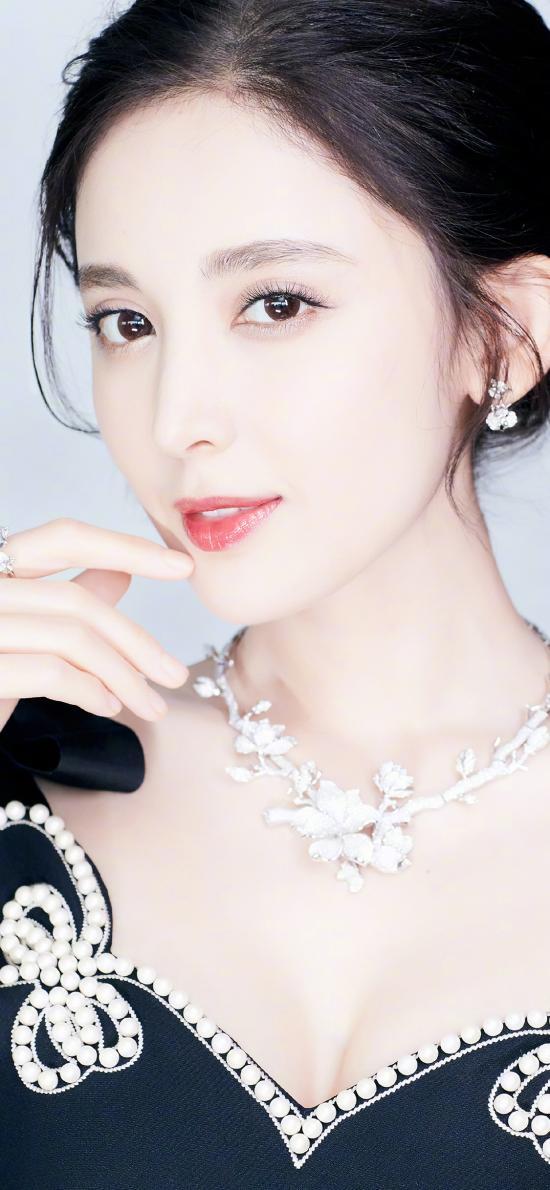 古力娜扎 演员 艺人 肤白貌美