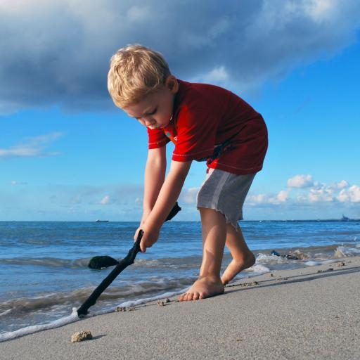 沙滩 大海 小男孩 欧美 海浪
