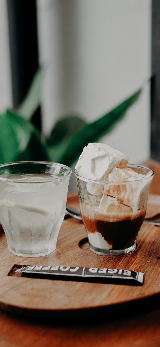 咖啡 奶块 玻璃杯 冰水