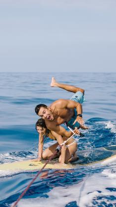 大海 海面 冲浪 情侣