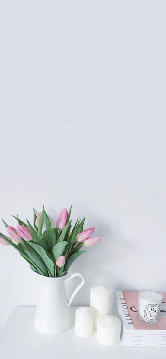 郁金香 枝叶 花瓶 桌台