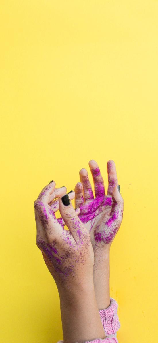 黄色背景 双手 颜料 特写