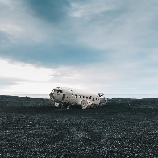 军用飞机 残骸 废弃