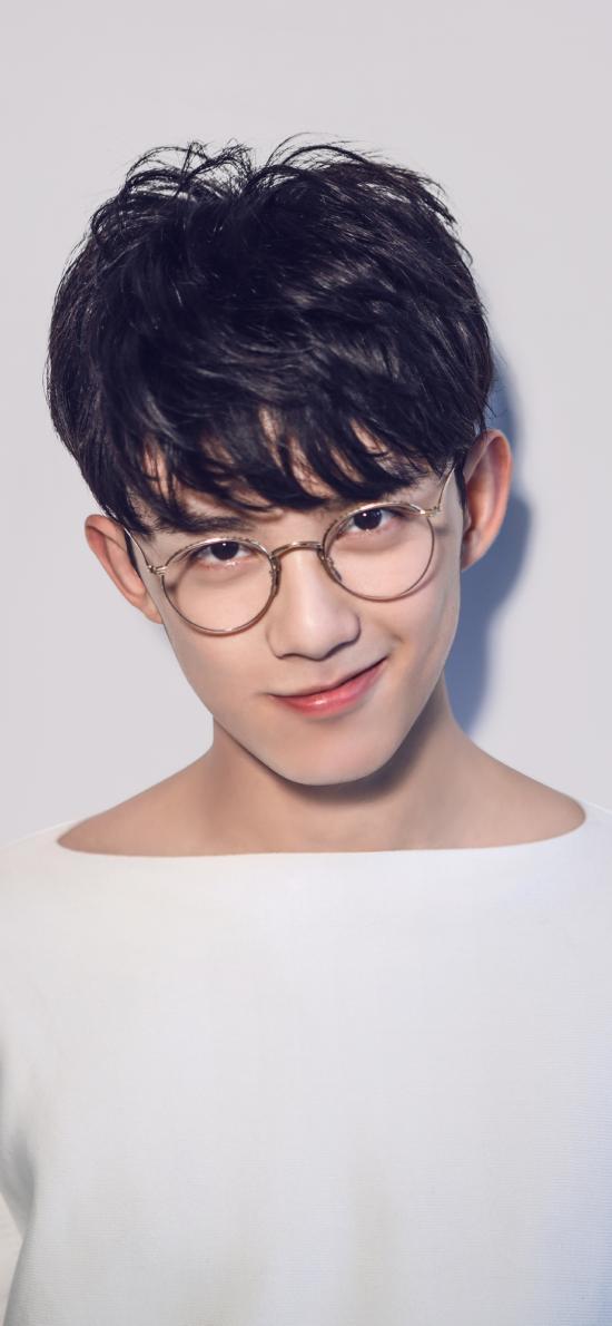 吴磊 小鲜肉 演员 明星 艺人 童星 白色