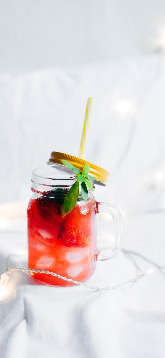 饮料 玻璃杯 草莓 冰块