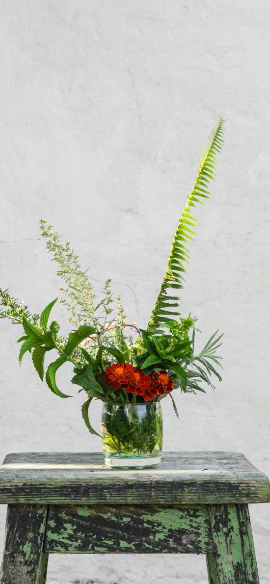 花瓶 木凳 椅子 插花 枝叶 鲜花