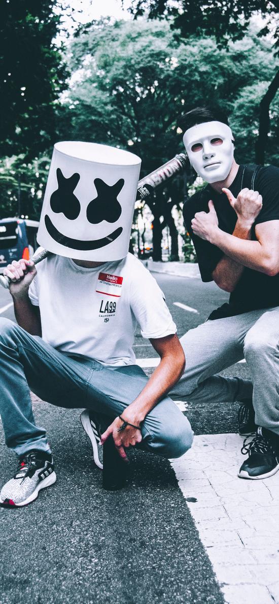 男子 面具 掩盖 桶