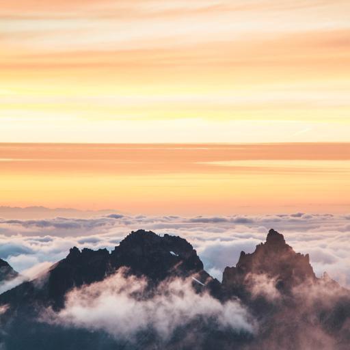 景色 云层 夕阳 高山 山顶