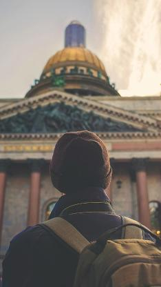 旅行 建筑 背包 背影 男孩