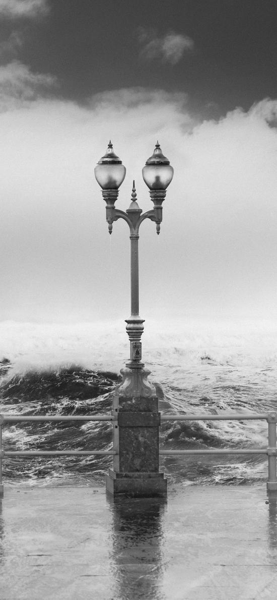海边 浪花 街灯 黑白