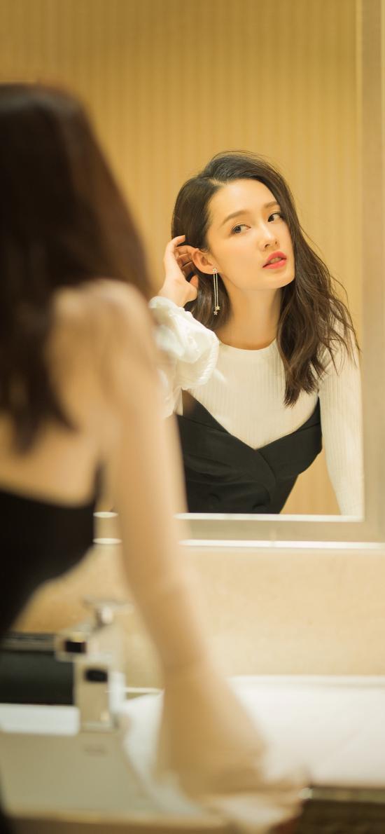李沁 演员 明星 艺人 时尚 镜子