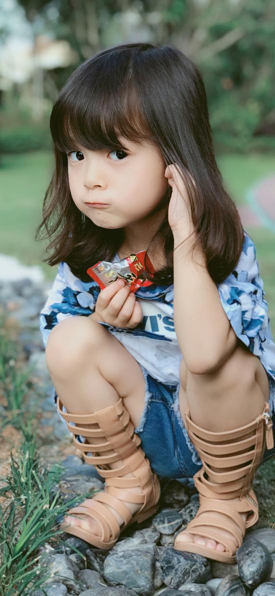 哈琳 女孩 下蹲 童星 可爱