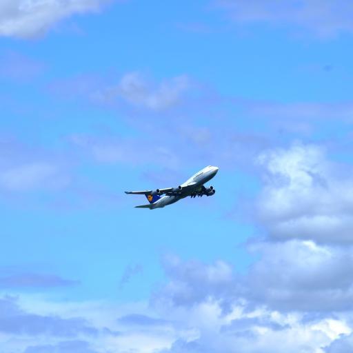 飞机 飞行 航空 高空 蓝天白云