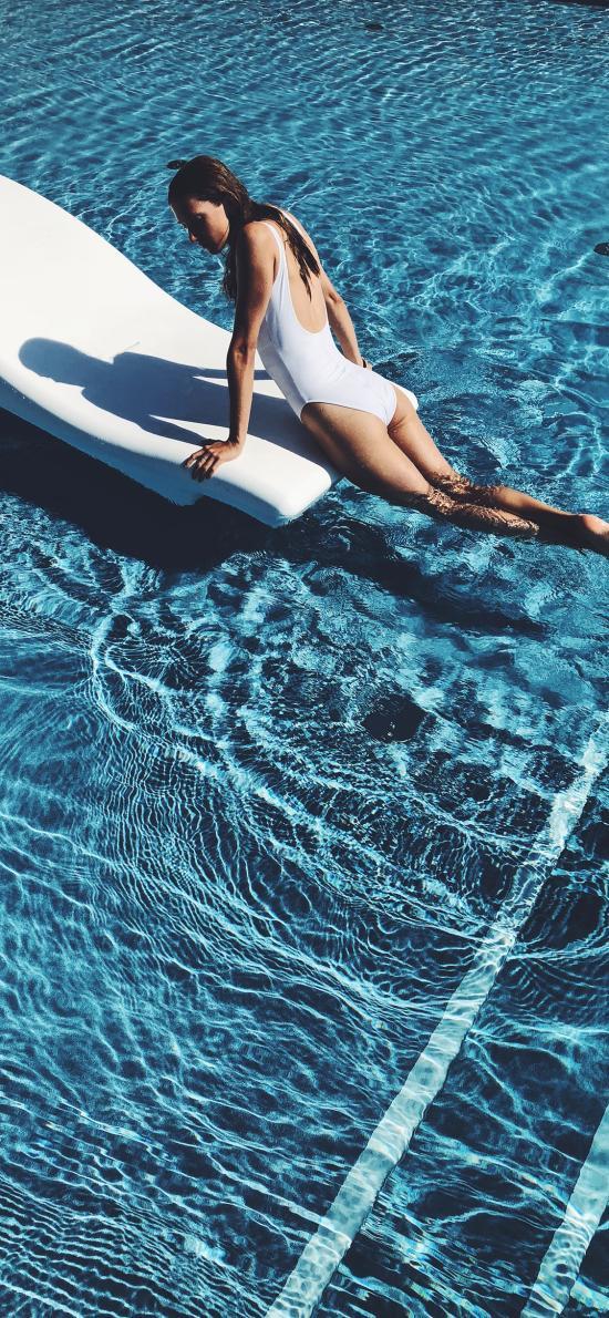 泳池 性感 背影 波光粼粼