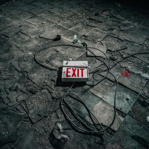 出口 exit 警示牌 破旧 废墟