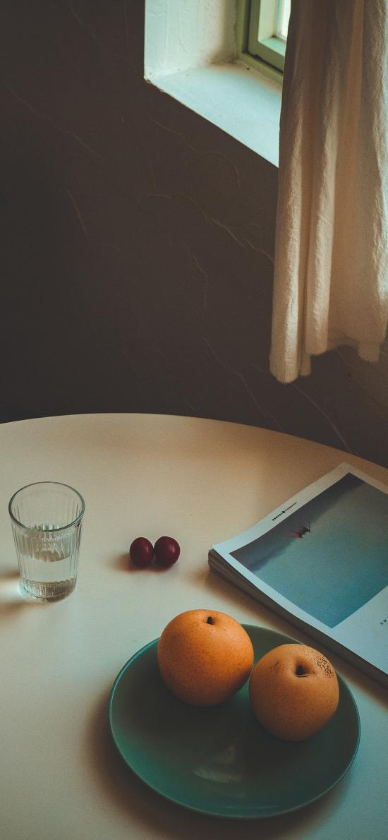 静物 盘子 梨子 书本