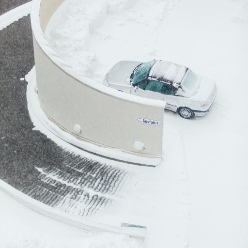 雪季 雪地 轿车 停车场