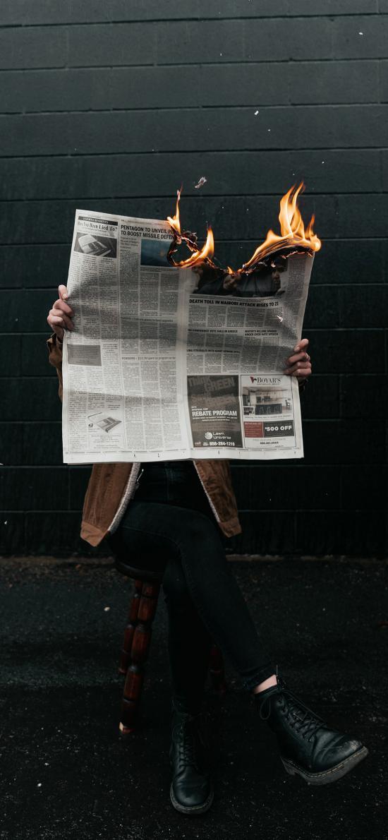 创意 摄影 报纸 燃烧