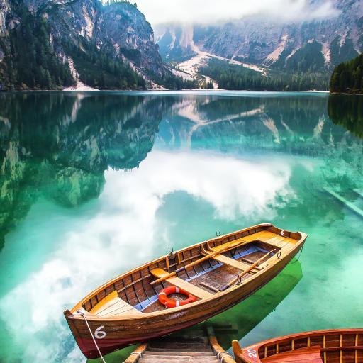 山峰 湖泊 小船 山湖美景