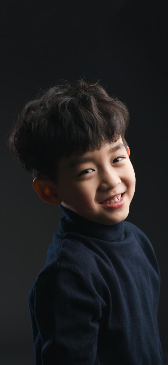 郭赫轩 小男孩 儿童 黑色 童星