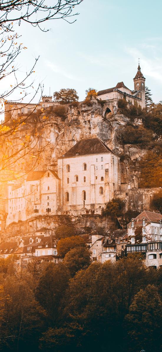 城堡  半山 树林 建筑