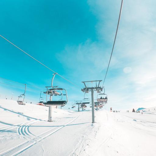 冬季 雪地 缆车 唯美