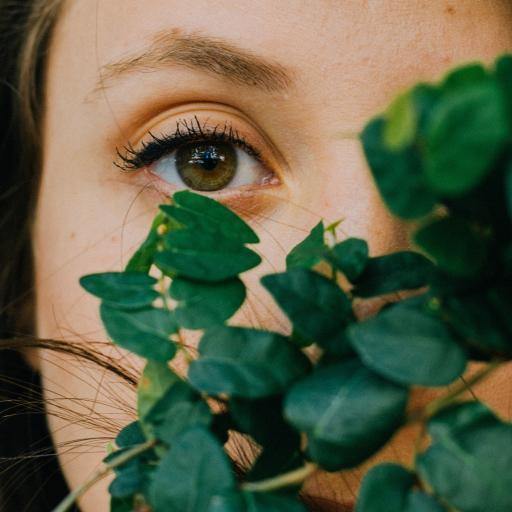 欧美 女孩 眼睛 特写 绿叶